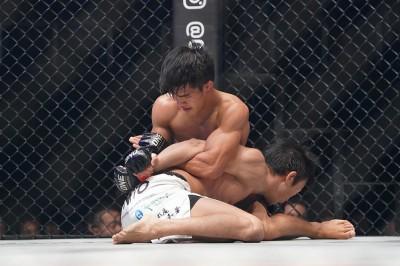 【ONE90】15分間の体力と神経を削り合った激闘の末、仙三がダニー・キンガドに0-3の判定で敗れる
