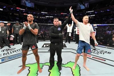 【UFC ESPN02】試合結果 ジャスティン・ゲイジーが自らの庭でエジソン・バルボーサにKO勝ち!!