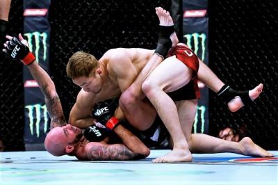 【UFN150】試合結果 佐藤天、TKOでUFCデビュー飾る。ジャカレはジャック・ヘルマンソンに敗れる