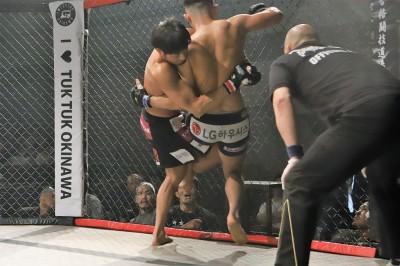 【Gladiator010】殴られず、組んで抑え&パウンドの一慶がパク・イクスンに快勝