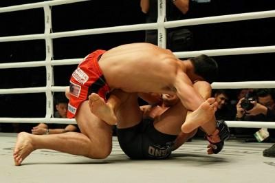 【ONE97】This is MMA!打撃で追い込まれたアルバレスがスイープからのRNCで大逆転一本勝ち