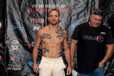 【Titan FC56】計量終了 UFC行きなるか──フェザー級王者ジェイソン・ソアレス!!