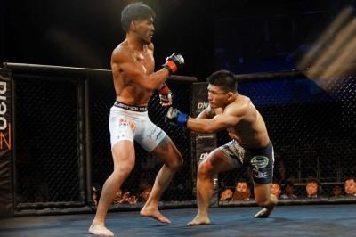 【ONE JS01】アキラの前進に左を合わせてKO勝ちした岡野──「ONE本戦で見たくないですか?」