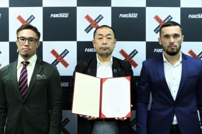 ついに坂本靖本部長がパンクラスの中心に……ということではなく、コミッショナー代行を調印式で務めた