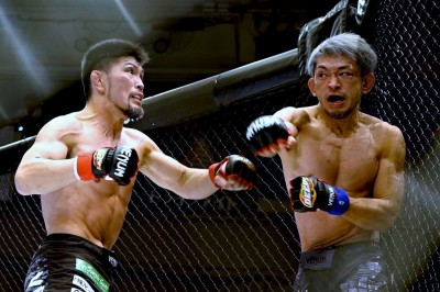 【DEEP92】テイクダウン&コントロールから一転、壮絶な殴り合いで小見川が毛利を下す
