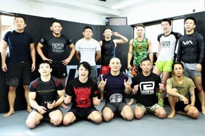 ロータス世田谷で錚々たるメンバーとMMAグラップリングの練習に取り組む上久保  (C)MMAPLANET