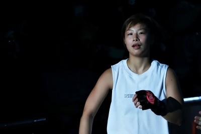 【Bellator Japan】浅倉カンナがKOTCを制したヒンショーと──8カ月振りのケージで──対戦!!