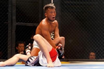 【DEEP93】序盤は打撃戦、中盤以降はレスリング&パウンドで大原を圧倒した武田が最後はキムラを極める