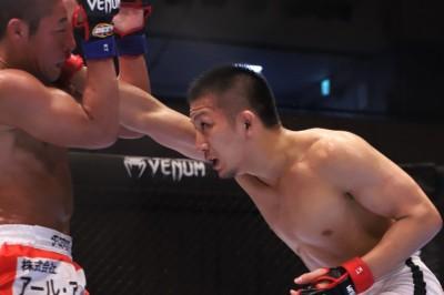 【DEEP94】元谷が大塚に対し、ボクシングの精度とテイクダウン防御でフルマークの判定勝ち