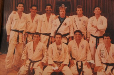 後列左からホイス、ヘウソン、ホリオン、チャック・ノリス、ヒリオン、ホウケウ。前列左からホイラー、ヘンゾ、ヒクソン、カーロス・マチャド