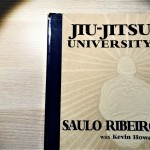 【The Fight Must Go On】Amazonで星4.9のサウロ・ヒベイロの柔術が詰まった一冊「Jiu-Jitsu University」