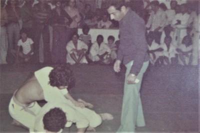 1980年代に400人もの生徒を指導していた故モニーゥ・サロマォン。足関節に磨きを掛けた指導者で、ファダの一番弟子。テレゾポリスの柔術の大会で主審を務める。80年代を代表するスブービオ柔術の中心人物