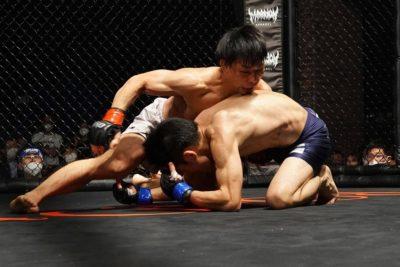【Road to ONE03】最軽量ストロー級、魂の肉弾戦は猿田洋祐が内藤のび太から3-0の判定勝ち