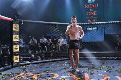 【Road to ONE03】バックを取り続けた青木真也、判定勝ち。そして「5年振り、さいたま」をアピール