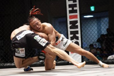 【Shooto2020#07】ポジションを入れ替え、殴り、サブミッションの応酬で石橋が論田に激勝