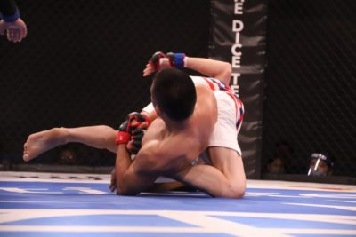 【DEEP99】元谷友貴が貫録の一本勝利。米山千隼に1R終了1秒前、腕ひしぎ腕固めでタップを奪う