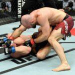 【UFC ESPN20】ヒザ固めを防いだオマリ・アクメドフが、トム・ブリーズをマウントから肩固めで破る