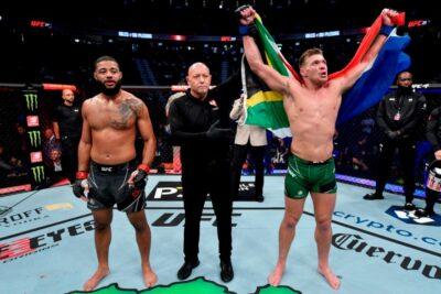 【UFC264】ケージに詰まったデュプレシーが、一瞬の間で右ストレートを決めジャイルズをKO