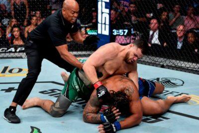 【UFC264】右を効かされたツイバサが、左フックでハーディーをKO
