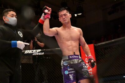【DEEP102】中村大介の腕十字と圧力を凌いだ牛久絢太郎が、判定勝ちでフェザー級王座初防衛