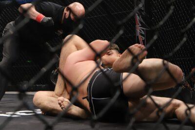 【HEAT49】イゴール・タナベが清水洸志を三角絞めで絞め落とし、MMA初陣を秒殺勝利で飾る