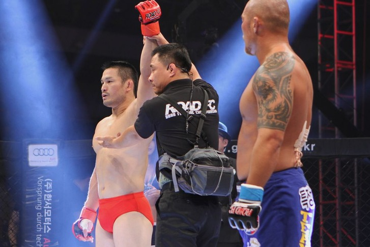 Minowaman vs Yuk Jin Soo