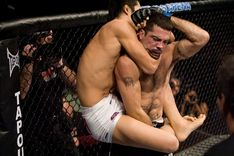 ufc88_05_kim_vs_brown_001